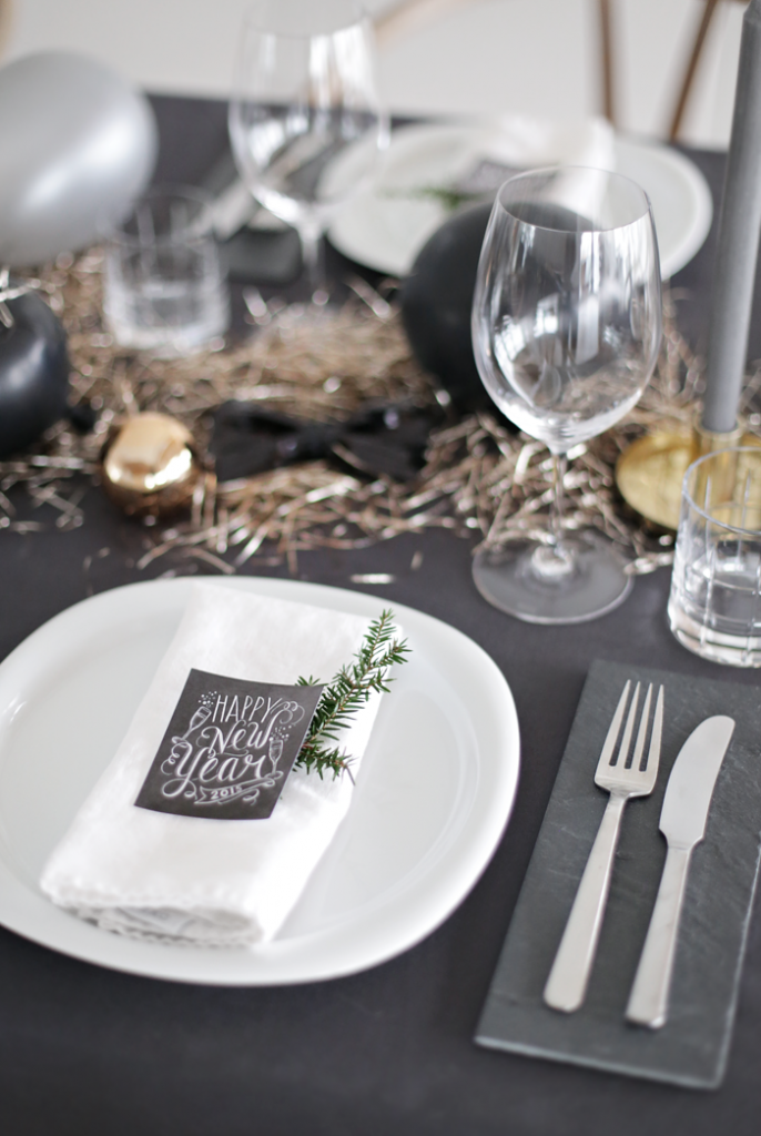 Table-setting-New-Year