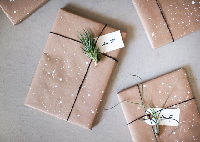 holiday-winter-gift-wrapper